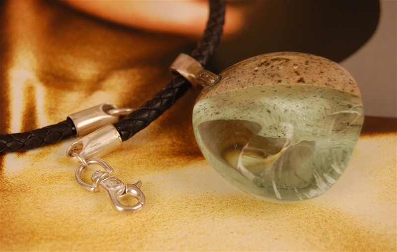 stone,glassnecklacedetail1
